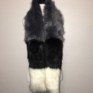 NWT Steve Madden faux fur scarf